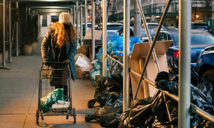 Conheça Anna Sacks, a @TheTrashWalker – Influenciadora do lixo de NYC